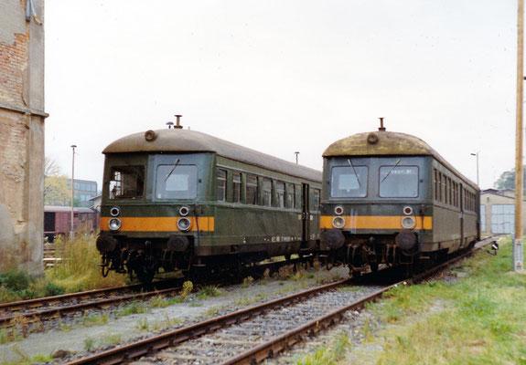Zwei Leipziger Steuerwagen abgestellt in Neustadt / Sachsen in Höhe des ehemaligen Wasserhauses.