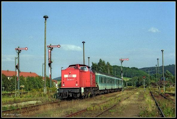 202 310 erreicht den Bf.Neustadt i.Sa. am 16. August 2000 mit einer RegionalBahn aus Bautzen. Foto: Archiv Michael Sperl