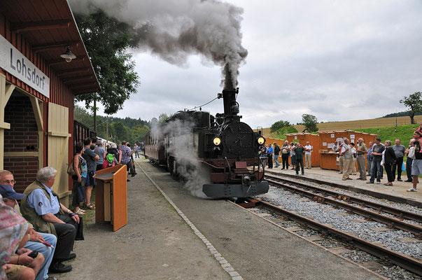 Ausfahrt frei für den ersten Zug aus dem Bahnhof Lohsdorf. 27.08.2011