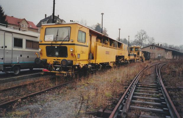 Gleisbauarbeiten im Bahnhof Sebnitz mit Einsatz von ITL-Lokomotiven (u.a. 118 004). Herbst 2001, Foto: Archiv Robert Schleusener