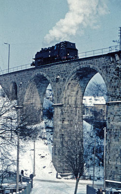 Eine BR 86 auf dem Sebnitzer Viadukt, vermutlich 60ér oder 70ér Jahre.