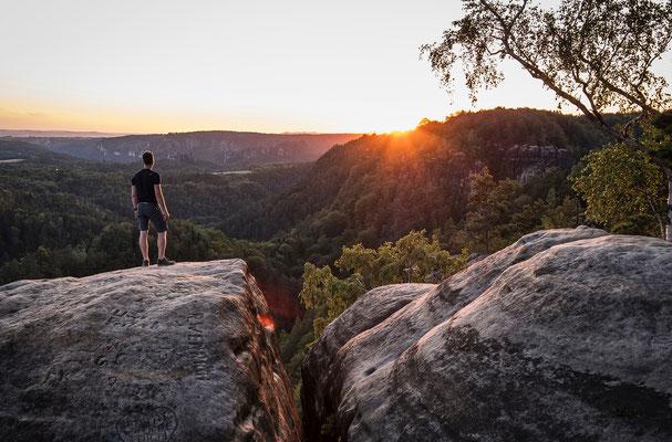 Sonnenuntergang auf der Waitzdorfer Aussicht, auf dem Felsen Chris. ISO 400, 27mm, f/5.6, 1/50sek.