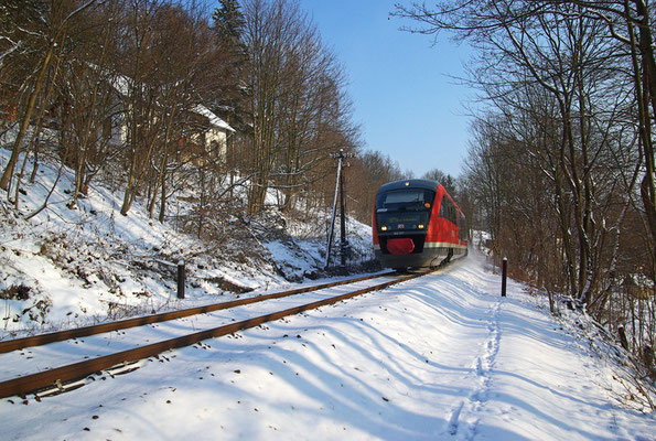 2 Tage später: Noch immer - 14°C aber wenigstens Kaiserwetter, RB 17118 kurz hinter Tunnel 7 nach Sebnitz Richtung Bad Schandau, 20.12.09