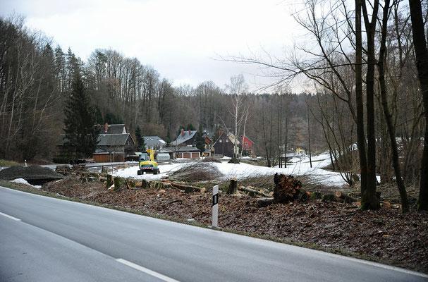 Denn kurz darauf erhält der Verein die Genehmigung zum weiteren Streckenbau in Richtung Unterehrenberg. Nun muss alles ganz schnell gehen. Zum Glück ist der Schnee in den letzten Tagen geschmolzen, denn...