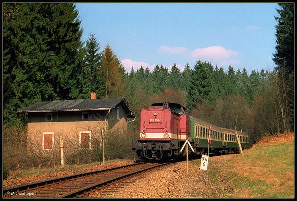 Zuglok 202 658 bei Ulbersdorf in Richtung Bad Schandau, April 2001. Foto: Archiv Michael Sperl