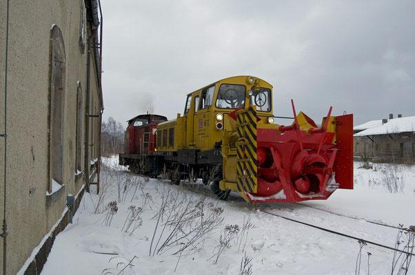 Die 106 005 der ITL ( Import-Transport& Logistik ) Dresden mit der Schneefräse neben dem Neustädter Lokschuppen, 28.01.2010