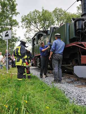 Wasser fassen mit Unterstützung der Feuerwehr. 28.08.2011