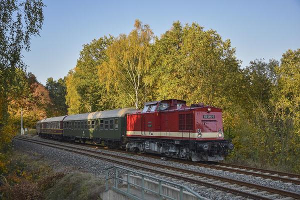 Am Nachmittag erfolgte die Rückfahrt von Rumburk, 112 565 hat vor wenigen Augenblicken die Grenze bei Dolni Poustévna überquert und wird gleich den Bahnhof Sebnitz erreichen. Foto: Robert Schleusener, 13.10.18