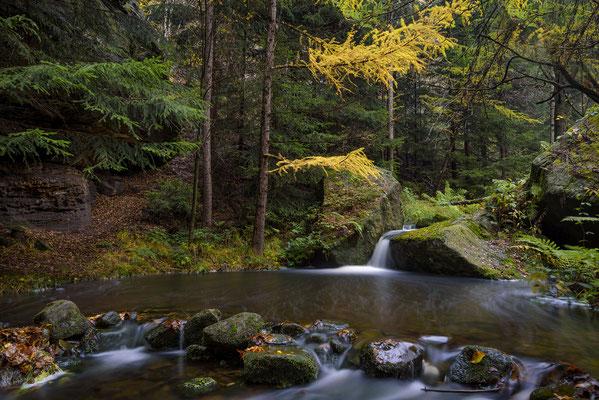 Kleine Wasserkaskaden in der Dürren Biela. ISO 50, 23mm, f/8.0, 30 Sek. (Haida ND 64 Graufilter).