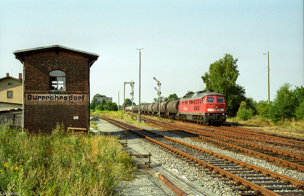 Am ersten Augustwochenende 2003 wurde der Dresdener Hbf bzw. die  Anbindung nach Pirna für 80 Stunden gesperrt... 232 309 hat Ausfahrt in Dürrröhrsdorf nach Arnsdorf. 05.08.03  Foto: Archiv Kay Baldauf.