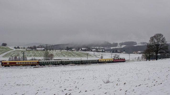 Der Senior erwischte den Adventssonderzug bei Krumhermsdorf. Foto: Jürgen Vogel, 29.11.2015