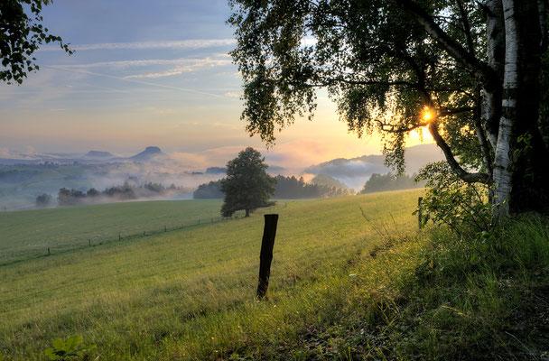 Nach einem Sommergewitter. Blick vom Adamsberg bei Altendorf in die Sächsische Schweiz. ISO 100, 16mm, f/9.0, 1/100sek.