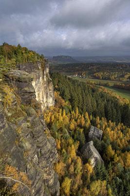 Herbst am Pfaffenstein. ISO 200, 24mm, f/6.3, 1/400sek.