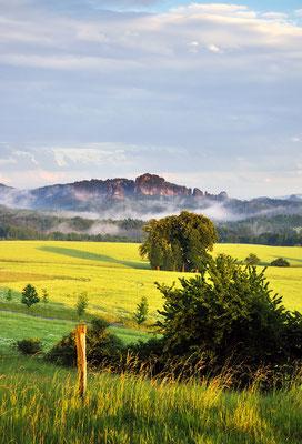 Nach einem Sommergewitter. Blick vom Adamsberg bei Altendorf in die Sächsische Schweiz in Richtung Schrammsteine. ISO 100, 40mm, f/9.0, 1/80sek.