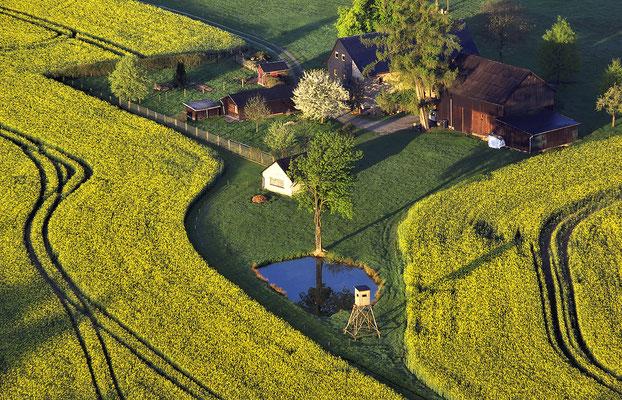 Dieser kleine See und der Bauernhof liegen unterhalb des Liliensteins. ISO 100, 170mm, f/4.0, 1/250sek.