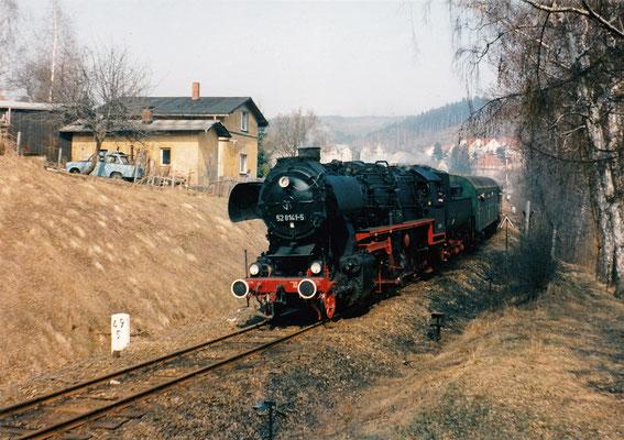 52 8141-5 mit Sonderzug von Neustadt nach Bad Schandau in Sebnitz, gleich geht es in Tunnel 1.