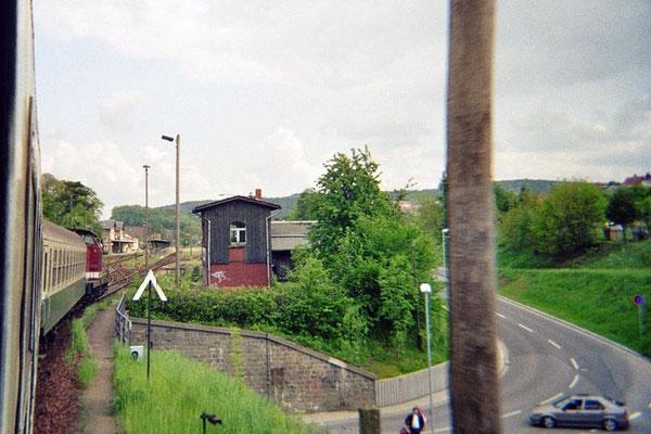 Einfahrt in den Bahnhof Neustadt. 1999, Foto: Pierre Güttler