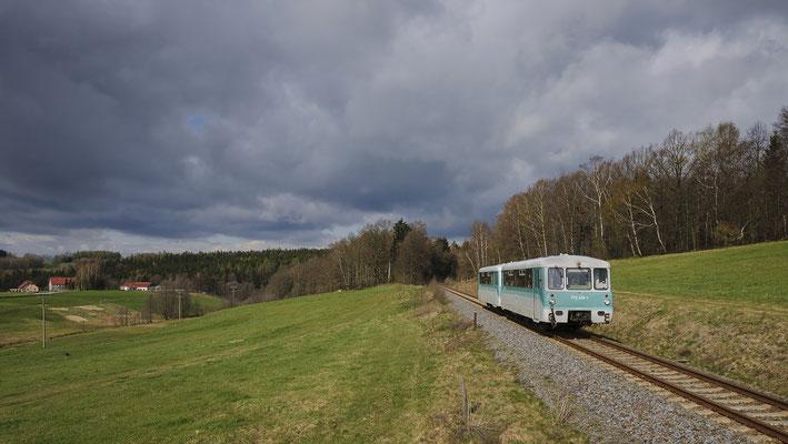 """Wenige Tage später sind die OSEF unterwegs mit ihrem """" Ferkeltaxi """" nach Altenberg. Bei Krumhermsdorf bot sich ein schönes Licht - und Wolkenschauspiel. 22.04.12"""