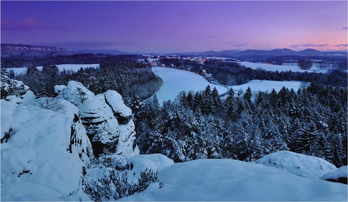 Panoramaaufnahme vom Gamrig zur Blauen Stunde.