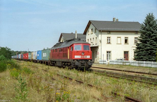 ... dies hatte zur Folge, dass  einige Güterzüge und sämtliche EC's der Relation Dresden-Bad Schandau  über Dresden-Arnsdorf-Pirna umgeleitet wurden... 232 382 mit Gz in Dürrröhrsdorf Richtung Pirna. 05.08.03 Foto: Archiv Kay Baldauf.
