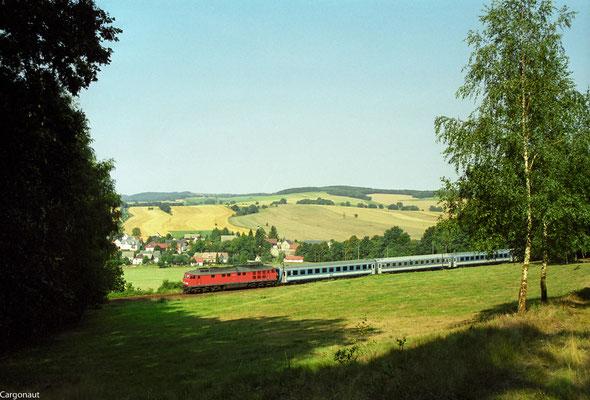232 519 mit EC 171 bei Porschendorf. 05.08.03  Foto: Archiv Kay Baldauf.