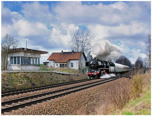 Sonderzug mit 50 3610 Nossen-Zittau, hier am Block Seeligstadt. 08.04.12