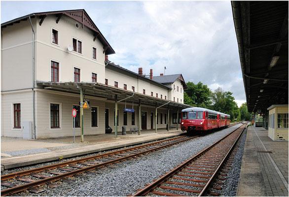 """Die """" Ferkeltaxen """" sind im Bahnhof Sebnitz angekommen. 15.09.12"""