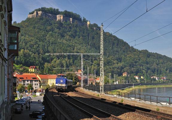 202 098 der AHG mit Sonderzug Finsterwalde-Bad Schandau in Königstein, 03.09.11