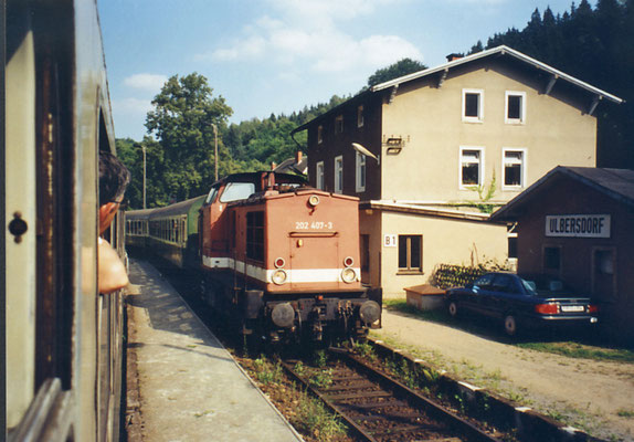 Heute nur noch ein Eingleisiger Haltepunkt, der Bahnhof Ulbersdorf 1995