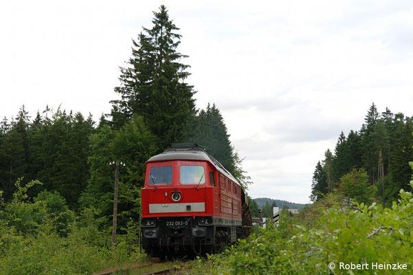 232 093-5 mit dem Leerzug nach Oberottendorf im Wald hinter dem Bahnhof Neukirch-West. Text & Foto: Robert Heinzke, 15.07.11