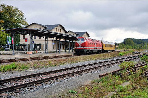 Messzug Neustadt / Sachsen - Pirna mit U-Boot 302 der MEG im Bahnhof Neustadt.  ISO 100, BW 30mm, F/6.3, 1/500sek. 27.09.2012
