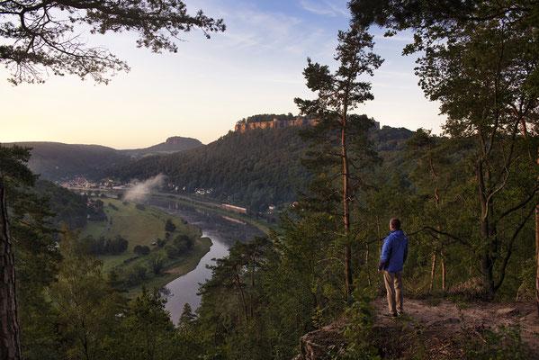 Blick ins Elbtal nahe der Festung Königstein, Standpunkt bei Thürmsdorf. ISO 50, 28mm, f/5.6, 1/30sek.
