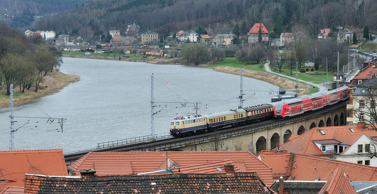 Auch die Rückfahrt wurde festgehalten, ein Rheingold kommt ja nicht so oft ins Elbtal. Leider mit zeitlich unpassendem Gegenverkehr, wieder Königstein. 31.03.12