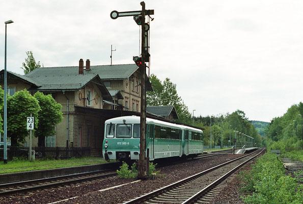 Der Triebwagen in Neukirch / Lausitz (West) nach Bautzen. 14.05.2005, Foto: Thomas Weber