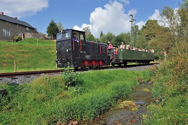 """Mit der V10c haben die Schwarzbachbahner dann auch ein """"Arbeitspferd"""" für den geplanten Gleisbau in Richtung Schwarzbachtal / Goßdorf-Kohlmühle."""