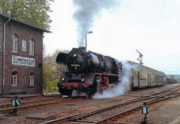 50 3688 mit Doppelstockwagenzug hat Ausfahrt in Dürrröhrsdorf nach Pirna.