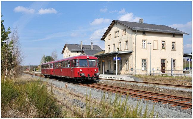 Im schönen Licht sonnte sich der Triebwagen im Bahnhof von Dürrröhrsdorf. 17.04.12