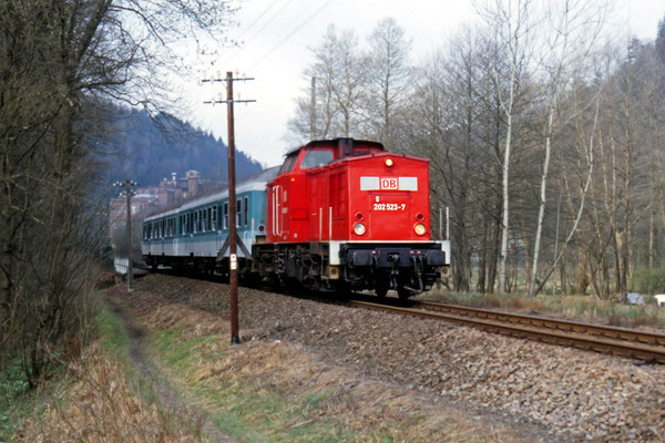 Zug bei Kohlmühle in Richtung Ulbersdorf, Okt.1999. Text & Foto: Archiv Axel Förster, digitale Aufbereitung: J. Vogel