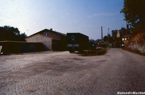 Bahnhof Sebnitz: Die Güterabfertigung (Ga) von der Straßenseite mit Gleis 13. Mai 1990, Foto: Archiv Roland Martini