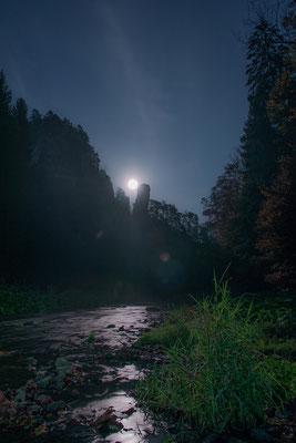 Mondaufgang am Polenztalwächter. Eine einmalige und mystische Stimmung... ISO 640, 24mm, f/8.0, 15 Sek.