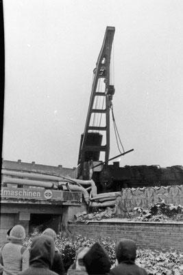 Bergung der verunglückten 52 8059 mit Hilfe eines Eisenbahndrehkrans (EDK).