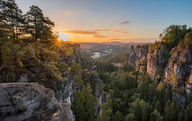 Sonnenaufgang im Basteigebiet. ISO 50, 19mm, f/13.0, 1/25sek.