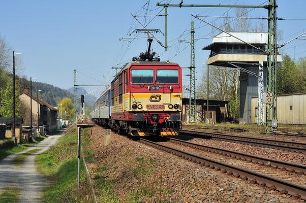 Erneut der Elbe-Labe-Sprinter mit 371 005 in Bad Schandau (Ost), April 2010.