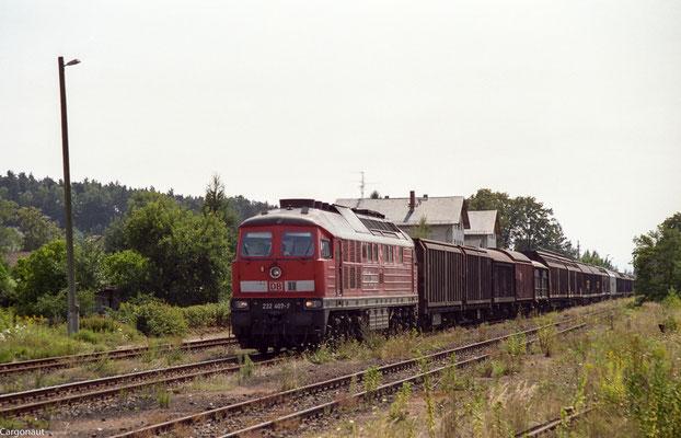 ... dies bescherte der  Strecke Arnsdorf-Pirna für ein Wochenende regen Güter- und Fernverkehr. 232 407 mit Gz in Richtung Arnsdorf. 05.08.03 Foto: Archiv Kay Baldauf.