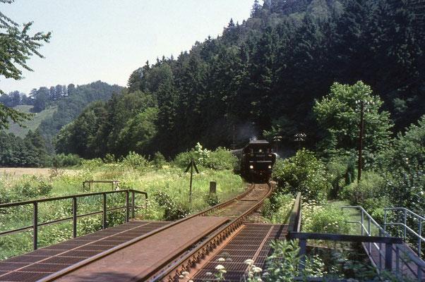 Bei Kohlmühle rollte 52 8200 mit einem Personenzug Tender voran in den Bahnhof, Foto: Andreas Matschke