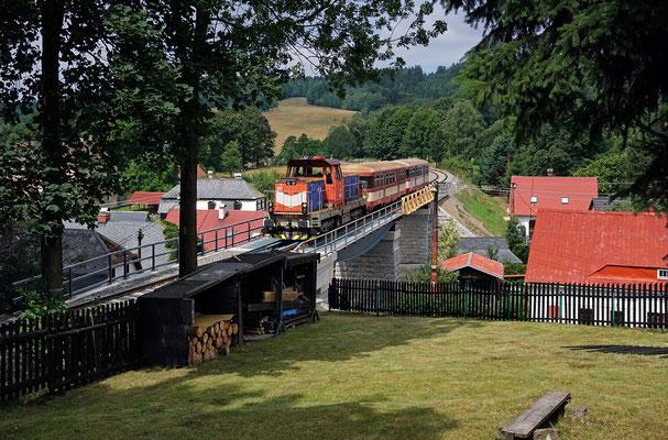 714 027-0 Mikulášovice - Rumburk auf der neu gebauten Brücke in Brtníky (siehe Vergleich zu Bild Nr. 38), 01.07.18