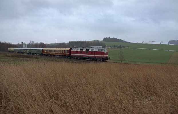 In Neustadt wurde die Fahrtrichtung gewechselt, nun ging es über Stolpen und Dürrröhrsdorf nach Pirna. Hier am Karrenberg bei Neustadt, 29.11.2015.