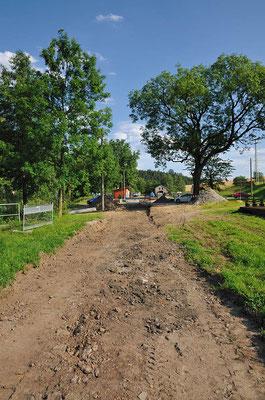 Blick von der neuen Trasse in Richtung des Bahnhofs Lohsdorf. 16.07.11