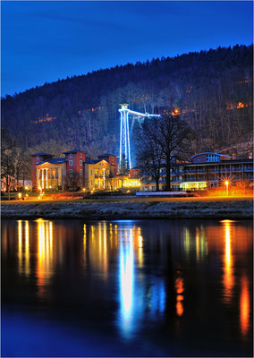 Der Ostrauer Aufzug in Bad Schandau wird in den Wintermonaten illuminiert. ISO 100, 50mm, f/8.0, 45 Sek.