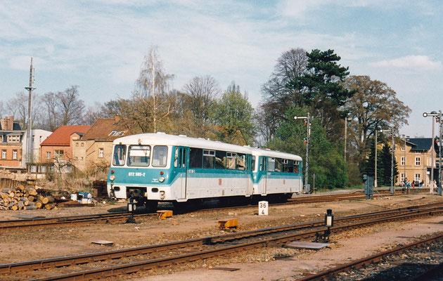 Ausfahrt eines LVT 772 in Neustadt nach Pirna.